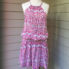 Free People medium short dress Great design in fabulous condition, with pockets and elastic on waist. Free People Dresses