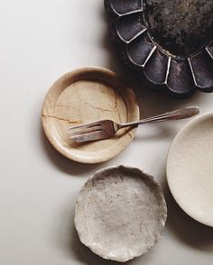 plates | dinnerware + tableware Table Setting Inspiration, Color Inspiration, Wabi Sabi, Best Food Photography, Prop Styling, Ceramic Pottery, Decorative Items, Texture, Beautiful