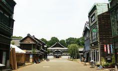 江戸東京たてもの園 JR武蔵小金井駅から4番のりばから5分、江戸東京たてもの園下車。都立小金井公園に位置する野外博物館。高橋是清邸など江戸時代から昭和初期までの移築・復元建造物30棟が建ち並んでいる。また、スタジオジブリが公式サイトで「千と千尋のモデルになった場所」と公言している建物を多く観ることができる。  住所:東京都小金井市桜町3丁目7-1 営業時間:9:30~17:00 料金:大人400円、大学生320円、中・高校生200円、小学生以下無料 休館日:月曜 #Tokyo #小金井 #多摩周辺