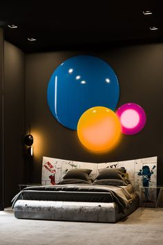 51 Beautiful Black Bedrooms With Images, Tips & Accessories To Help You Design Yours Black bedroom decor might not always be everyone's cup of morning tea or bedtime cocoa, but maybe we can change the minds of nonbelievers. Black Bedroom Design, Black Bedroom Decor, Black Bedroom Furniture, Bedroom Themes, Bedroom Ideas, Diy Bedroom, Bedroom Designs, Luxury Bedroom Sets, Luxurious Bedrooms