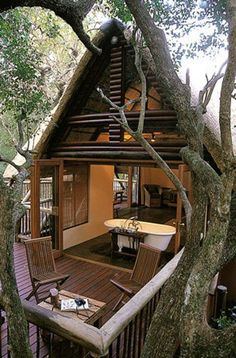 Treehouse at Hluhluwe River Lodge | #treehouse #glamping @GLAMPTROTTER