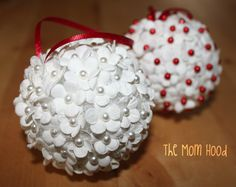 Flower Ornaments DIY Tutorial---This is supposed to be a Christmas decoration, but would make a lovely wedding decoration in all white, off-white or in the colors of the wedding flowers.