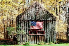 Love seeng flag on old barn