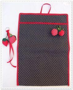 LIXEIRINHA PARA CARRO + CHAVEIRO DE MORANGO Forrada com plástico Lavável 35 x 24,5  modelo : Morango Vermelho R$15,00