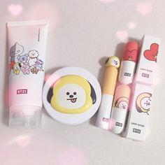 When eres pobre y no lo puedes comprar ;;-;; Beauty Skin, Beauty Makeup, Bts Makeup, Mode Ulzzang, Kawaii Makeup, Korean Make Up, Korean Aesthetic, Kpop Merch, Asian Makeup