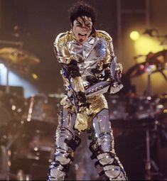 You Rock My World, Michael Jackson Pics, Big Family, Mj, The Originals, Gold, Activities, Yellow