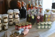 Gourmet homemade gifts for Christmas - So We! Homemade Christmas Gifts, Homemade Gifts, Christmas Diy, Gourmet Gifts, Food Gifts, Diy Cadeau Noel, Little Presents, Christmas Hamper, Gifts For Cooks
