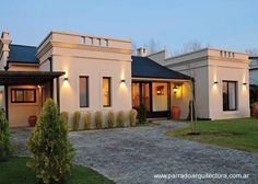 Arquitectura de Casas: Casa de campo tradicional y moderna en Argentina.