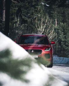 Not long ago I attended the official launch of the new and electric I-Pace in Oslo but being a Land Rover guy in my heart my only experience with Jaguar was with an old classic XJS. Ive always loved their elegance and style mixed with power but it was a true experience to lend an E-Pace from the awesome Land Rover & Jaguar guys at @autostrada_ . You immediately feel the car is British assembled in Castle Bromwich and that the two companies share design facility in Whitley Coventry. And…