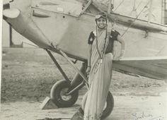 Sarla Thakral, de 21 años, la primera mujer india en conseguir la licencia de piloto. [1936]