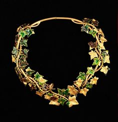 A symbolic ivy necklace by Elsa Schiaparelli, 1938. (Metropolitan Museum of Art)