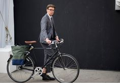 This is the ultimate gentleman's ride. Classic steel fenders, 3-speeds and a distinguished character make it perfect for heading to the office or touring the avenue. AVAILABLE IN THREE FRAME SIZES: Sm