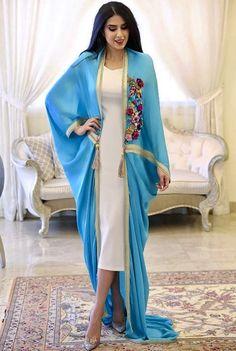 Caftan du Maroc Dubai Fashion, Abaya Fashion, Muslim Fashion, Modest Fashion, Fashion Dresses, Fashion News, Fashion Beauty, Mode Abaya, Mode Hijab