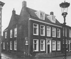 Voorstraat 113, Vianen. Goed voorbeeld van een tweebeukig dwars huis uit het eerste kwart van de 19de eeuw, opname 1988 - Catharina van Groningen via DBNL