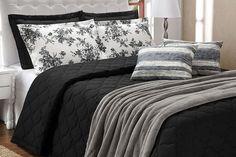 A Colcha Cobre Leito Casal Queen Essenciale Preto e Branco - 05 Peças 100% Algodão traz elegância e sofisticação para o seu quarto ficar ainda mais bonito! Valoriza a decoração com suas cores alegres, além de ter um toque suave e macio! Aproveite!