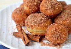 Gogoși tăvălite prin zahăr cu scorțișoară – rețeta de gogoșele sau donut holes.#savoriurbane #gogosi #donutholes  _____❤❤❤_____ Reteta la linkul de pe profilul meu @oanaigretiu  _____❤❤❤_____ #donuts #doughnuts #doughnutholes #cinnamon #sugarcoated #homemadedonuts #fluffydonuts #gogosipufoase #instadonut #donutsofinstagram #instadessert #onmytable #inmykitchen