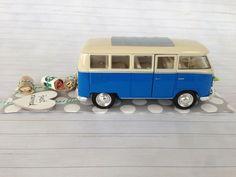 Hochzeitsauto Volkswagen T1 Bus blau/weiß 1963 Das stilvolle Geldgeschenk zur Hochzeit.  Der VW Bus wird mit einer Kordel ausgestattet, an dem die aufgerollten Geldscheine von dir befestigt...