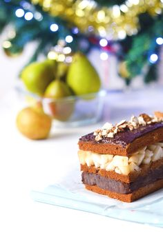 Dessert de Noël : bûche façon millefeuilles poire, amande, chocolat (vegan, sans gluten) - Sweet & Sour | Healthy & Happy Living http://www.sweetandsour.fr #GoGreenChristmas #GoGreenProject