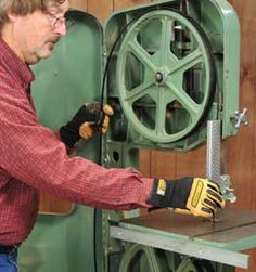How to set your band saw blade tension, blade tracking, and guide blocks. Learn Woodworking, Woodworking School, Woodworking Quotes, Woodworking Power Tools, Woodworking Workbench, Antique Woodworking Tools, Essential Woodworking Tools, Woodworking Workshop, Woodworking Techniques