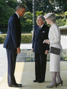 U.S. President Barack Obama, left, is welcomed by Japan's Emperor AKihito, center, and Empress Michiko upon his arrival at the Imperial Palace in Tokyo, Japan, on 24 April 2014.