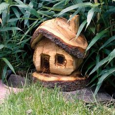 Risultati immagini per kettensägenkunst weihnachten Dremel Wood Carving, Wood Carving Art, Wood Art, Rustic Crafts, Wood Crafts, Diy And Crafts, Carved Wood Signs, Wood Carving Designs, Tree Carving