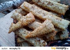 Slané tyčinky nebo krekry ze tří surovin recept - TopRecepty.cz Crackers, Toast, Bread, Cheese, Food, Pretzels, Brot, Essen, Baking