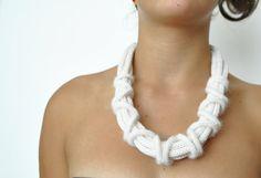 Collar de fibra fina / cashmere Blanco / collar de punto de lana / collar Textil / lujo de la joyería textil / collar de lana blanco / Regalos para ella