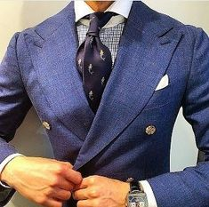 Classic style we are addicted to Classic Men, Classic Style, Dressed To The Nines, Well Dressed Men, Mens Fashion Suits, Mens Suits, Fashion Menswear, Suit Shirts, Suit And Tie