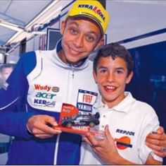 A young Marc Marquez with his idol Valentino Rossi Marc Marquez, Sepang, Foto Valentino Rossi, Gp Moto, Motogp Race, Race In America, Vr46, Isle Of Man, Anakin Skywalker