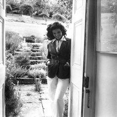 Style (Bianca Jagger, photo by Cecil Beaton) Bianca Jagger, Mick Jagger, Diana Cooper, Estilo Glamour, Louise Nevelson, Taurus Woman, English Fashion, Cecil Beaton, Inspiration Mode