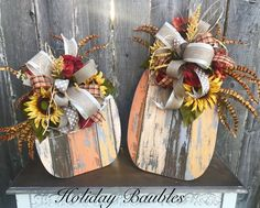 Weathered pallet board pumpkins with bows and sunflowers