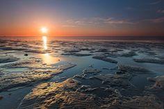 Het rijtje van Boeksz is vandaag voor de fotowedstrijd De Wadden. En de winnaar is .... uit alle inzendingen zijn 30 foto's geselecteerd.… Celestial, Sunset, Outdoor, Instagram, Sunsets, Outdoors, Outdoor Games, Outdoor Living