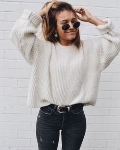 30 Fall Street Style Outfits To Try Right Now ootd / knit sweater and black skinny jeans Mode Outfits, Trendy Outfits, Fashion Outfits, Womens Fashion, Fashion Trends, Jackets Fashion, Outfits 2016, Jeans Fashion, Night Outfits