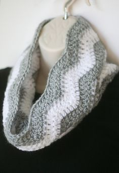 Ravelry: Chevron Cowl pattern by Melissa Campbell