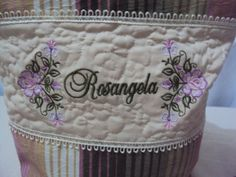 Mais uma bolsa personalizada!!! www.saldaterrapatchwork.blogspot.com Face: Renata Deichsel renata.deichsel@gmail.com