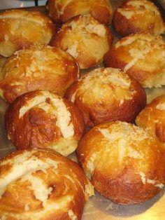 It's Yummy to My Tummy: Pretzel buns