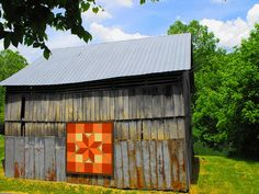 love this barn quilt's colors