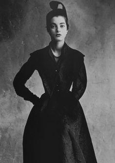 Régine Debrise in Balenciaga. Irving Penn, 1950.
