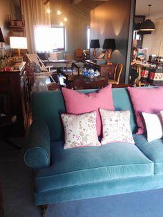 (Almost) the best of Mercado Loft Store. Almofadas, sofás e cortinas. Madeiras, móveis e cerâmicas. #mercadoloftstore #sofá #sofa #velvet #veludo #cor #identidade #identity #visualidentity #brand #unique #porto #umseisum #pillow #almofadas #padões #verão #summer #decor #decorstore #interior #conforto #casa #home #house #domus #livingroom #room #contrast #tecidos #materiais #furniture #studio #interiorinspiration #inspiration #thebest #store #mobiliário #luz #abatjours #escadote #sideboard
