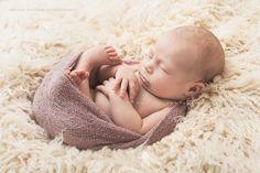 Neugeborenenfotos im eigenen Zuhause im Raum Esslingen | Babybauch und Neugeborenenfotografie