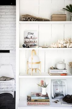 Open shelving from interior stylist's tree-change to the NSW Central Coast. Open Shelving, Storage Shelves, Orient House, Painted Bookshelves, Australian Homes, Cozy Corner, Elle Decor, Diy Home Decor, Interior Design