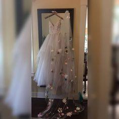 ❤ . . . . . . . . . . . . . . . .  #عرس #زفاف  #weddingdress #weddingfashion #brideshoes #weddingshoes #fashion #instafashion #fashionista…