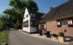 Restaurant Belle, gelegen aan de Vecht middenin de idyllische omgeving van Oud Zuilen.