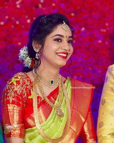 Pattu Sarees Wedding, Wedding Saree Blouse Designs, Pattu Saree Blouse Designs, Bridal Silk Saree, Gold Jewellery Design, Gold Jewelry, Bridal Jewellery, Beaded Jewelry, Baby Jewelry