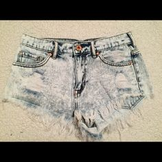 Bullhead shorts High waisted bullhead shorts. Size 3.  ✧NO trades! ✧NO PayPal! ✧NO lowball offers! ✧I do NOT sell on any other apps! ✧Item is great for bundles! ✧Ships same or next day. ❤️ Bullhead Shorts Jean Shorts