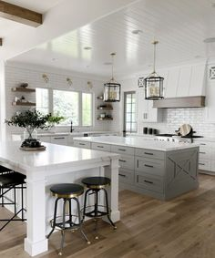 Modern farmhouse kitchen design with white kitchen cabinets, rustic kitchen Hgtv Kitchens, Cool Kitchens, Dream Kitchens, Small Kitchens, Beautiful Kitchens, Beautiful Kitchen Designs, Modern Farmhouse Kitchens, Rustic Kitchen, Kitchen Ideas