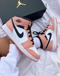 Dr Shoes, Cute Nike Shoes, Swag Shoes, Cute Nikes, Cute Sneakers, Nike Air Shoes, Hype Shoes, Shoes Sneakers, Sneakers Women