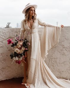 hippie wedding dress 500744052317939324 - Incredible bohemian bride wedding dress Source by kinkykrusty 70s Wedding Dress, Western Wedding Dresses, Wedding Hats, Bohemian Wedding Dresses, Hippie Dresses, Maxi Dresses, Wedding Gowns, Lace Wedding, Bohemian White Dress