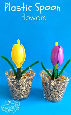 A plastic spoon flower crafts for kids to make. Perfect for spring, Mother's Day, Easter or teacher gift! Tulips made of plastic spoons and pipe cleaners build DIY crafts wit Easy Mother's Day Crafts, Mothers Day Crafts For Kids, Spring Crafts For Kids, Crafts For Kids To Make, Kids Crafts, Gifts For Kids, Kids Diy, Toddler Church Crafts, Decor Crafts
