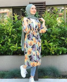 Hijab Fashion Summer, Modern Hijab Fashion, Hijab Fashion Inspiration, Street Hijab Fashion, Abaya Fashion, Winter Fashion Outfits, Fashion Dresses, Hijab Chic, Stylish Hijab
